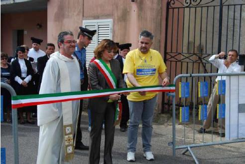 Domos Abbeltas 2014 Luras taglio del nastro da parte del Sindaco Marisa Careddu e benedizione del Parroco don Sandro Piga