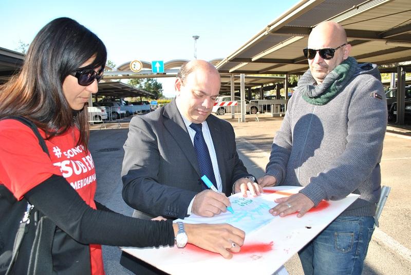3 novembre 2014 visita del sindaco di Sassari Nicola Sanna ai lavoratori Meridiana. La solidarietà del sindaco Nicola Sanna ai lavoratori Meridiana.