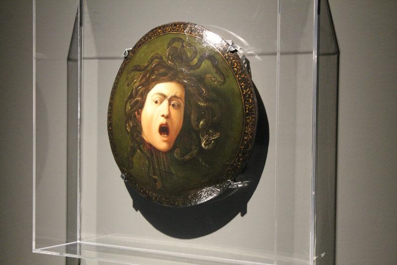 A Sassari è arrivato Caravaggio. Il pezzo clou è rappresentato dalla Medusa di Caravaggio, realizzato nel 1597 da un Michelangelo Merisi ancora giovane.