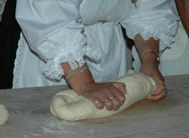 La pasta Violata si utilizza nella Cucina Sarda in varie ricette sia dolci che salate, infatti si usa nella realizzazione delle Panadas, delle Formagelle, delle Tilicche, delle Seadas e per altro ancora.