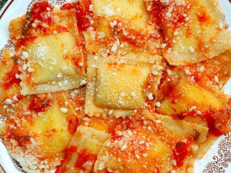 Ravioli ripieni di ricotta e spinaci alla Sarda