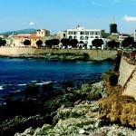Alghero città sarda dei coralli dalla forte influenza Catalana ecco cosa vedere dove mangiare cosa fare dove dormire e come arrivare alle sue più belle spiagge.