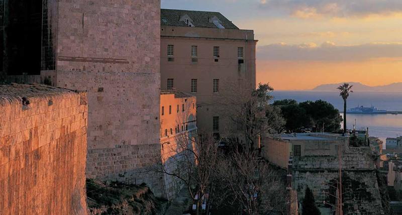 Scorcio di Cagliari visto dai bastioni di Santa Croce