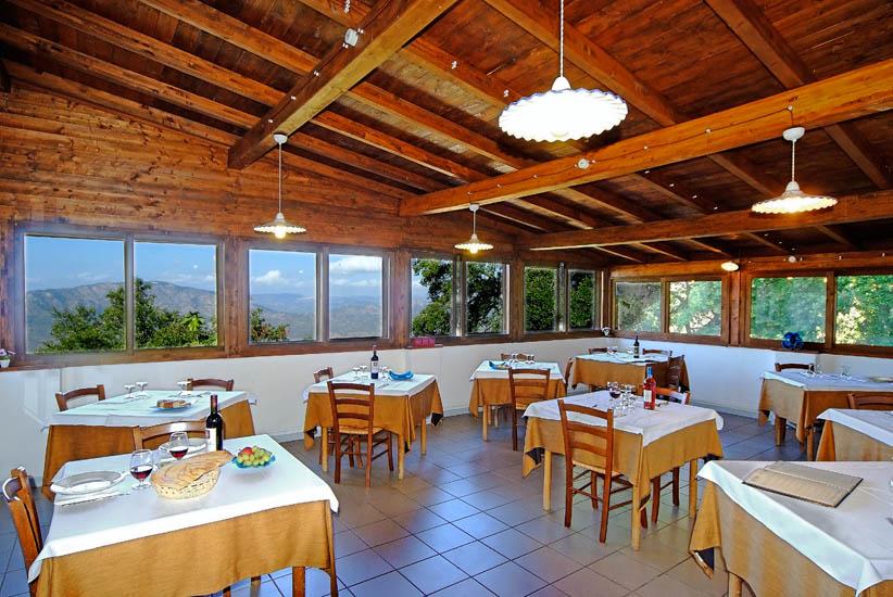 Coop Turistica ENIS  Ristorante, Escursionismo, Camping, Prodotti Tipici Sardi Vendita, dove dormire e dove mangiare a Oliena.