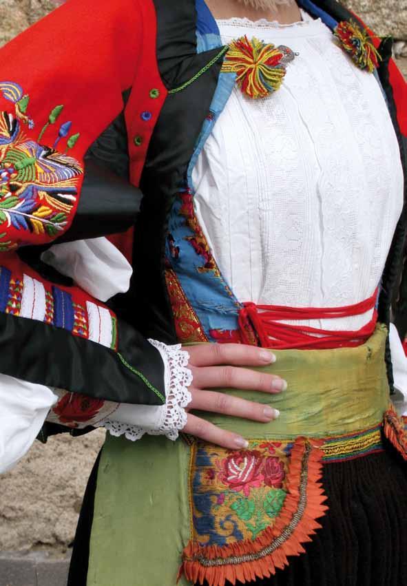 Particolare del Costume di Atzara Cortes apertas ad Atzara 22 23 24 novembre 2013, Autunno in Barbagia ad Atzara Dal Vino Alla Pittura.