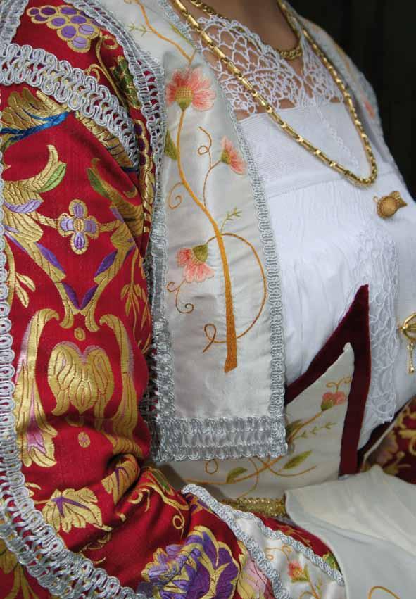 Particolare Costume femminile Cortes apertas a Fonni I Colori della Cultura 6 7 8  dicembre  2013