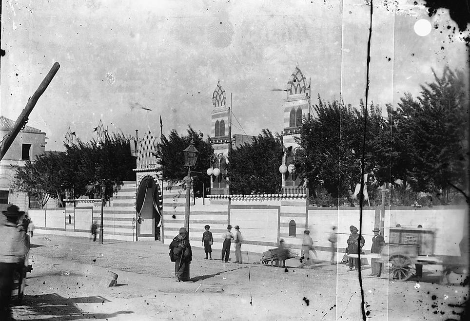 Cagliar piazza del Carmine ingresso alla kermesse di S. Efisio