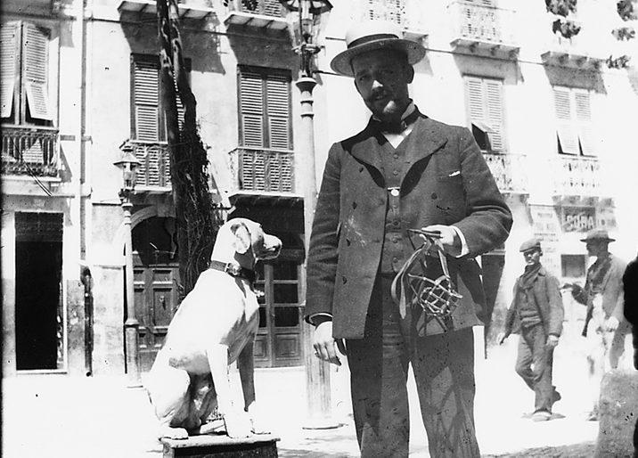 Cagliari elegante signore col cane