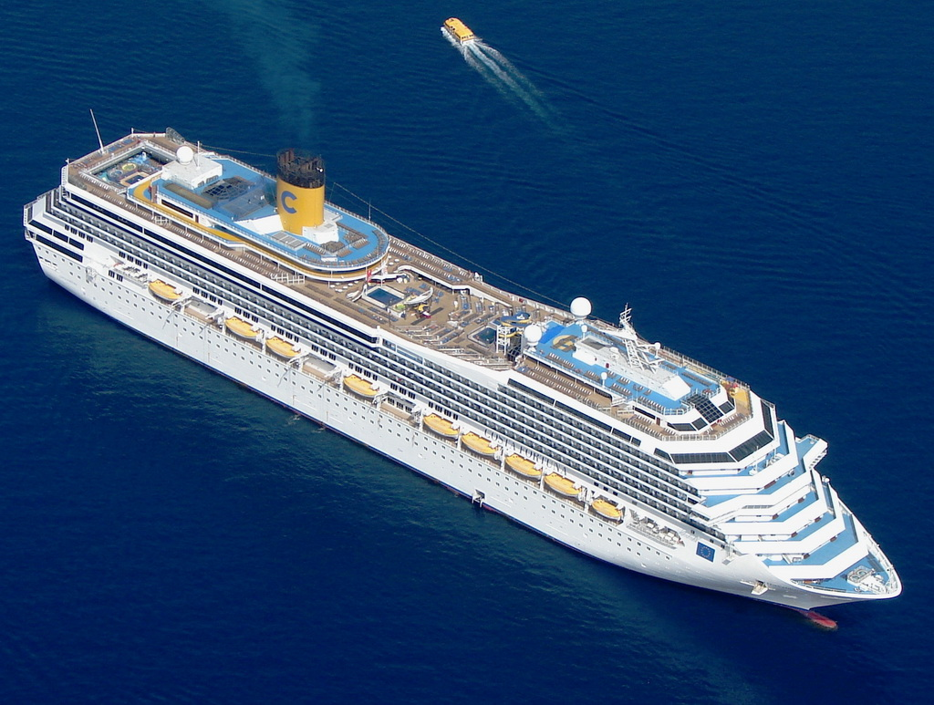 3500 turisti arrivano a sorpresa a Cagliari domani 5 marzo 2014 dalle 8:00 alle 18:00 sono i passeggeri della nave da crociera Costa Serena