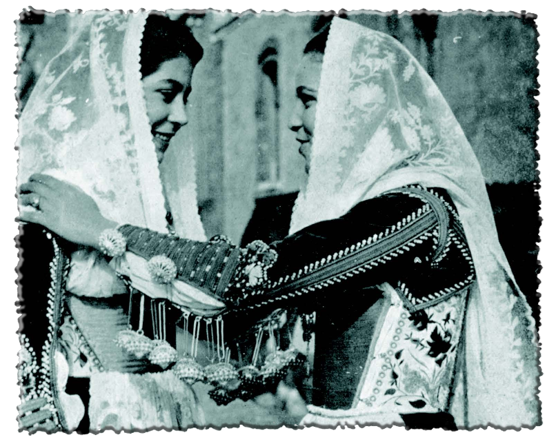 Donne con Abito Trazionale di Ittiri foto storica