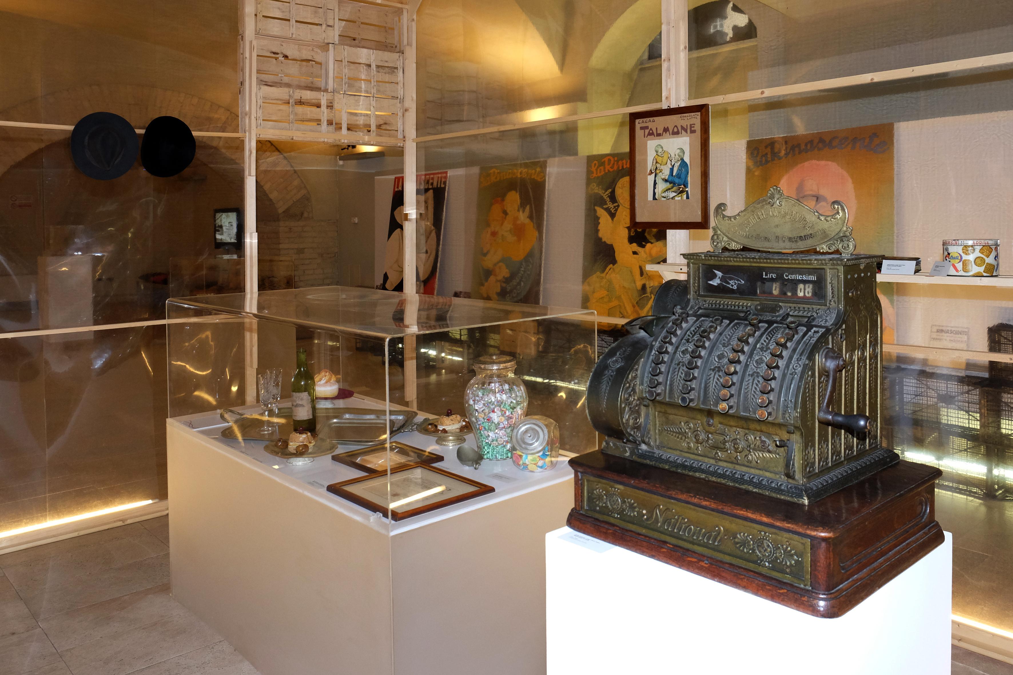 """1 Inaugurata il 14 marzo a Cagliari ai Musei Civici la Mostra """"Quando tutto era sotto casa"""" che divisa in 3 Atti ci accompagnerà per tutto il 2014"""