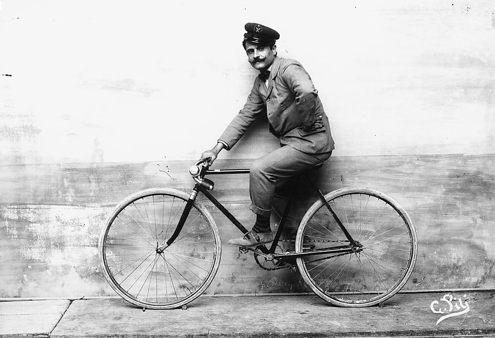Giulio Pili in bicicletta