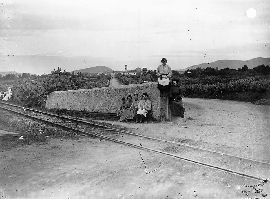 Gruppo in attesa del treno
