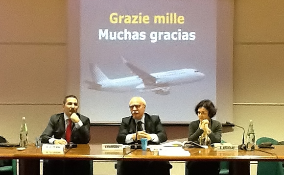 Sbarca a Cagliari la Vueling nella foto Massimo Di Perna Vincenzo Mareddu e Barbara Argiolas
