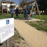 Nuovi giochi e anche un'altalena per disabili nel parco di viale Repubblica ad Oristano.