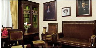 Il Museo Deleddiano ha sede nella casa natale della scrittrice nuorese Grazia Deledda a Nuoro