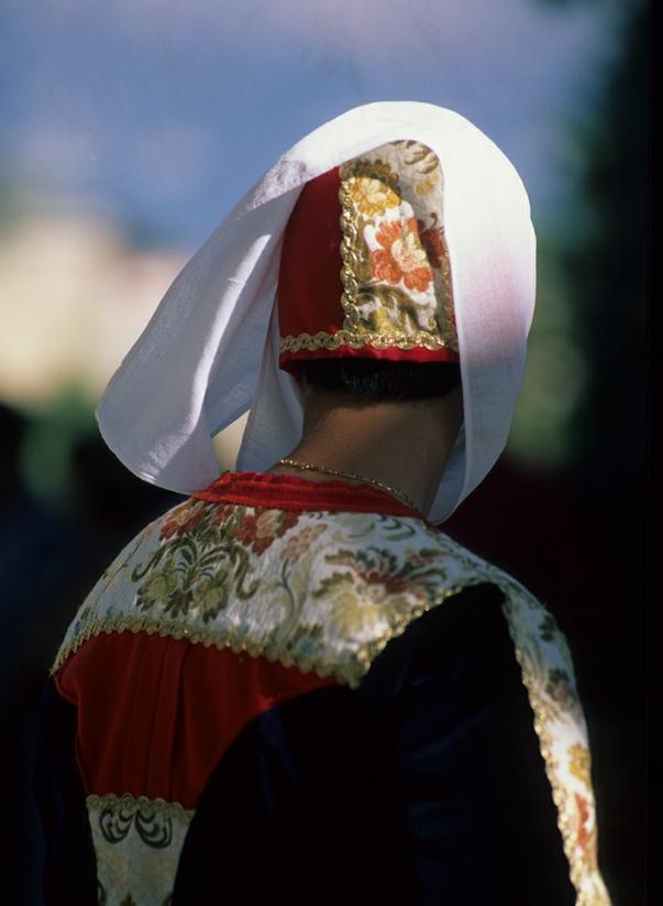 Particolare del costume tradizione femminile di Siniscola
