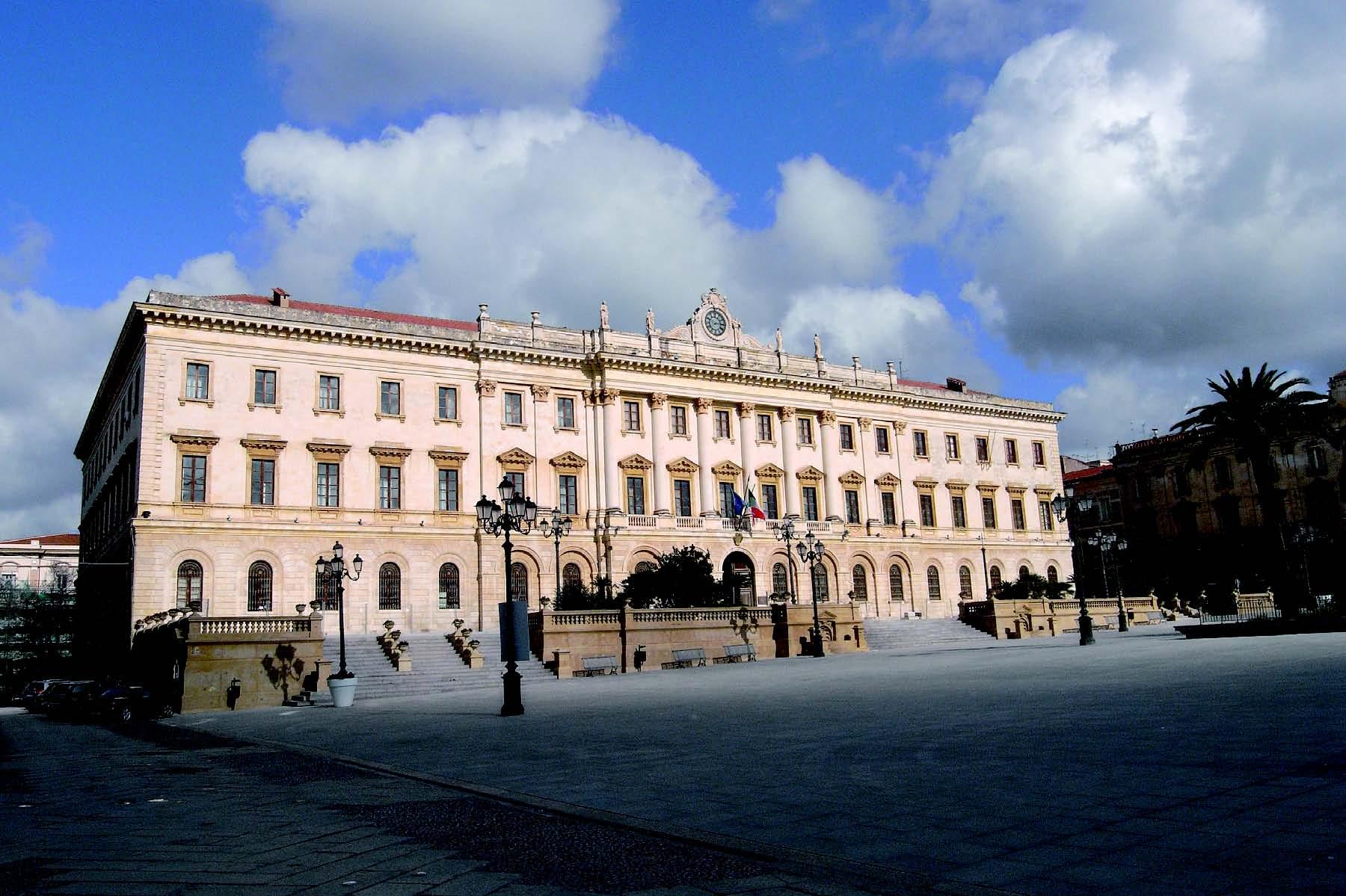 Sassari Piazza d Italia e il Palazzo della Provincia