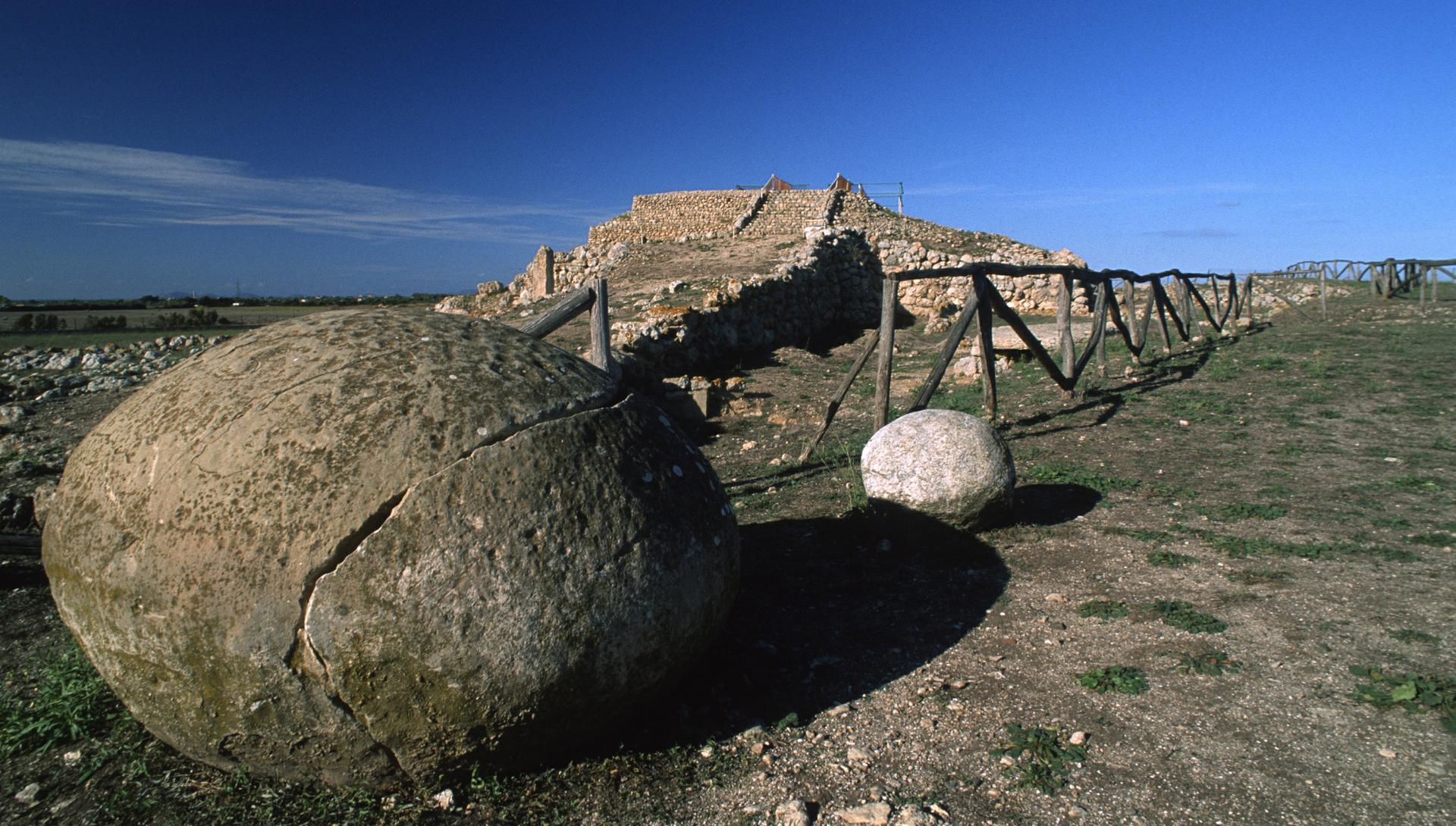Altare Prenuragico di 8 Monte D'Accoddi - S.S. 131 Sassari-Porto Torres