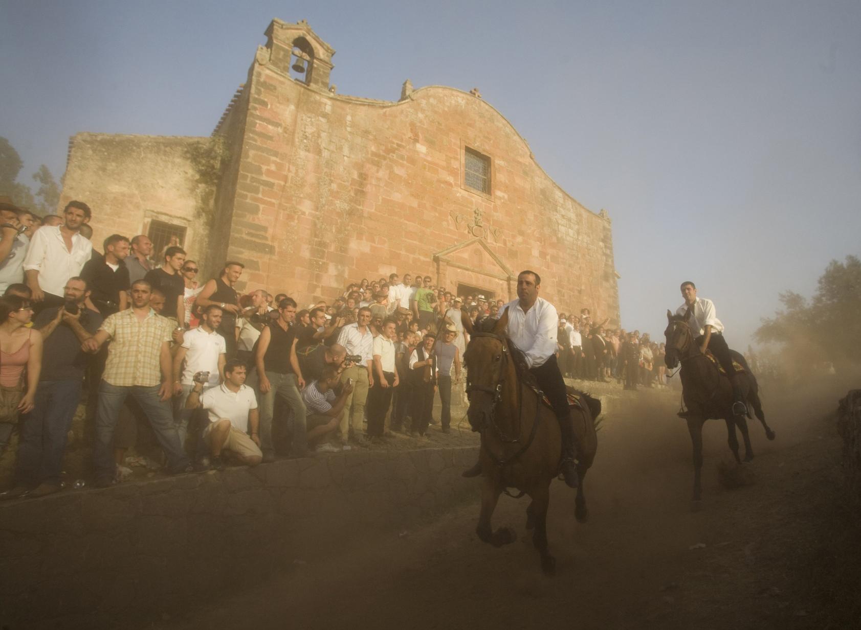 Il programma della festa di San Costantino che si svolgerà il 5 - 6 - 7 - 19 e 20 luglio 2014 a Sedilo provincia di Oristano