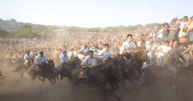 L'Ardia è una corsa sfrenata a cavallo fatta in onore di San Costantino, che si svolge ogni anno a Sedilo la sera del 6 luglio e si ripete la mattina del 7 e ricorda la battaglia di Ponte Milvio tra Costantino e Massenzio.