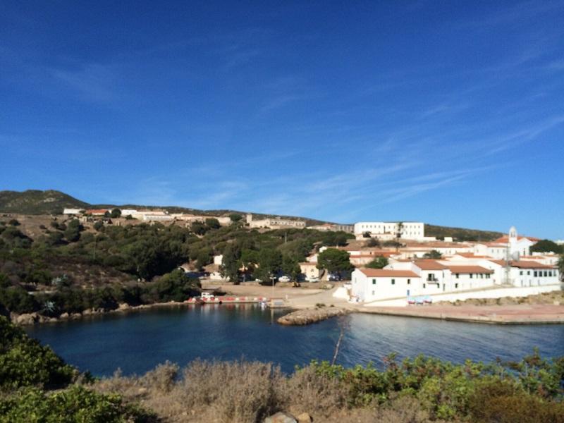 Cala d'Oliva Asinara provincia di Sassari. Il sindaco di Sassari, Nicola Sanna, interviene sull'ipotesi di riaprire una struttura penitenziaria sull'isola parco.