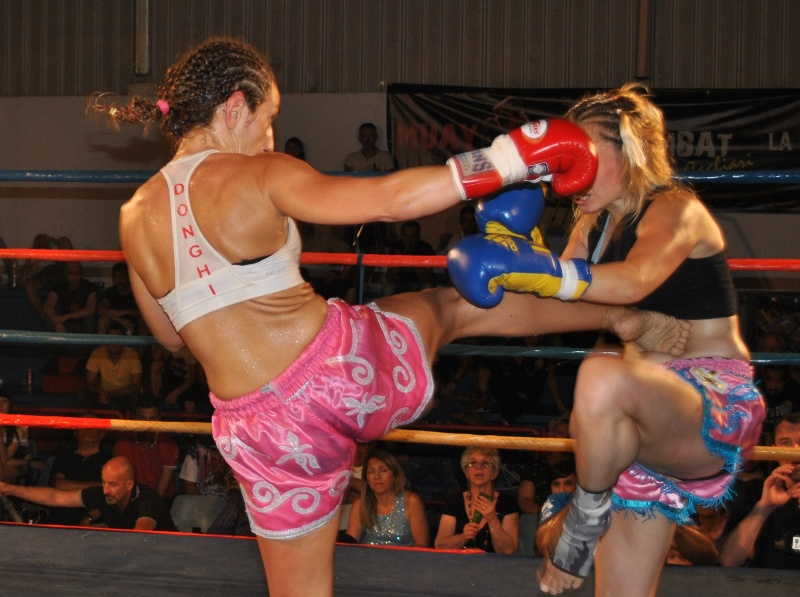 Muay thai Sara Donghi guanti rossi. Explosion XVII, l'evento di Muay Thai internazionale che si svolgerà a Sassari l'8 novembre 2014 al Pala Santoru.