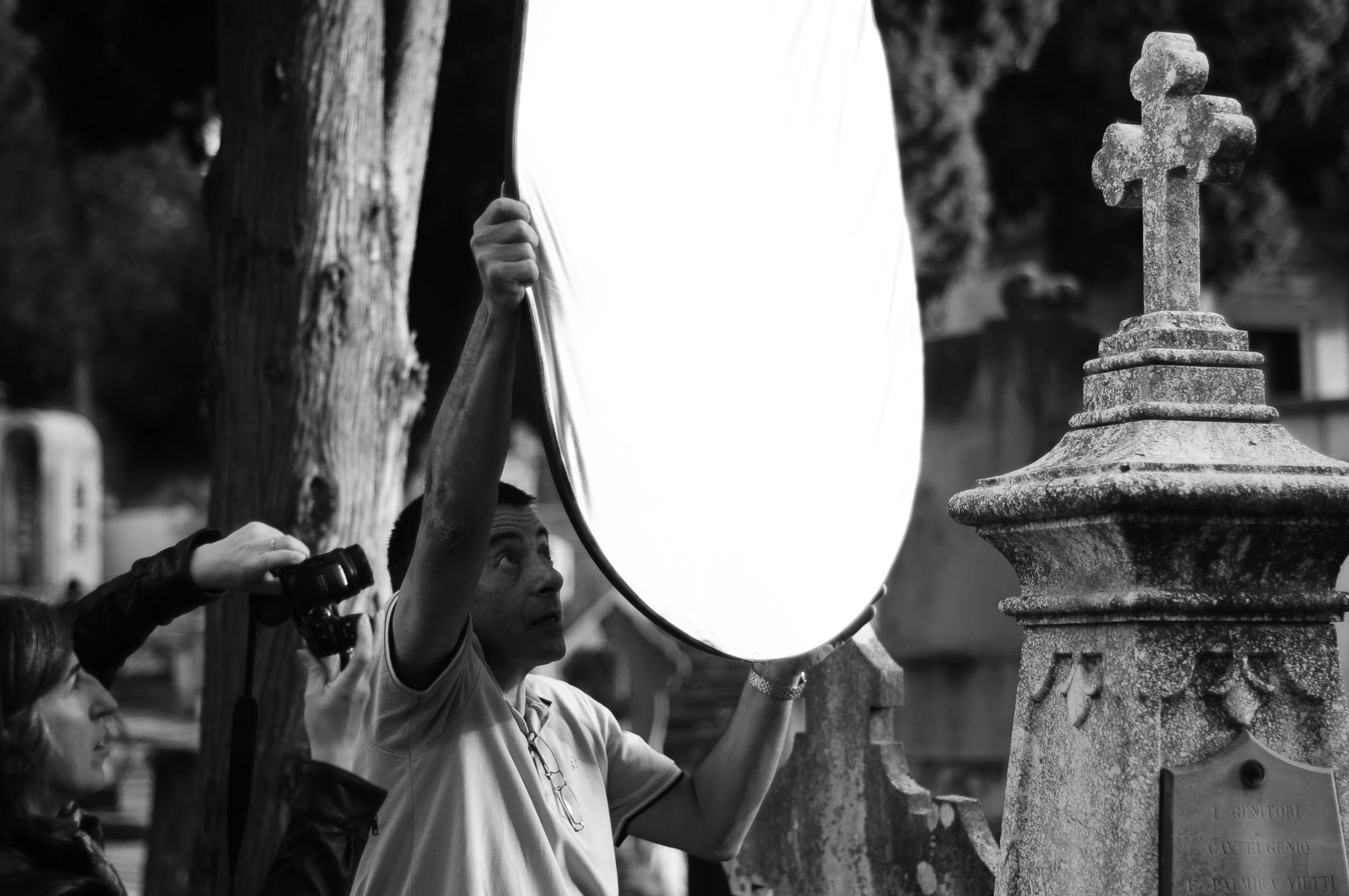 01 Nicola Castangia fotografo. Cagliari nuova edizione dei laboratori fotografici gratuiti curati da Nicola Castangia presso il cimitero monumentale di Bonaria.