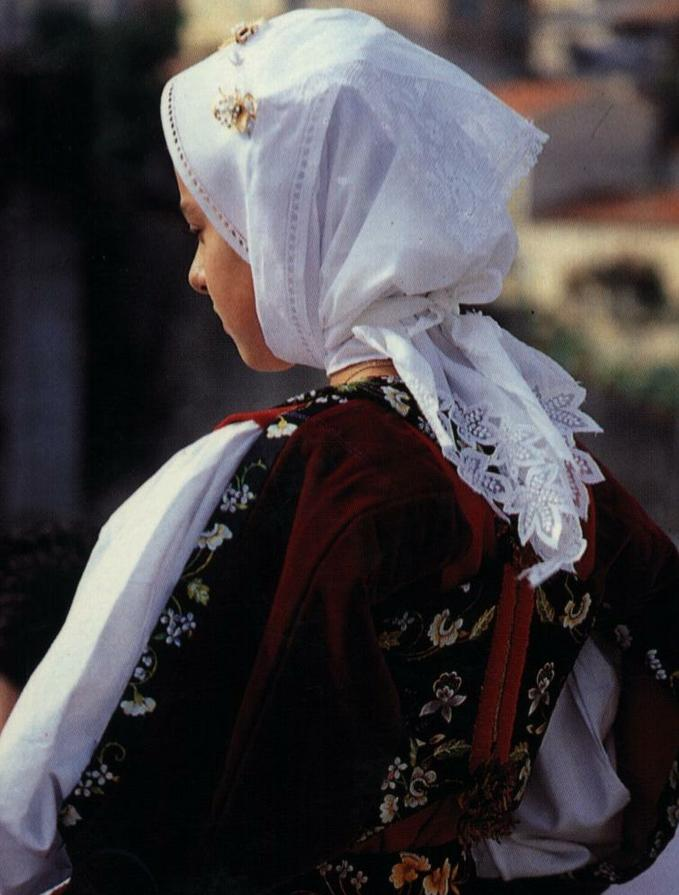 Burgos abito tradizionale femminile.