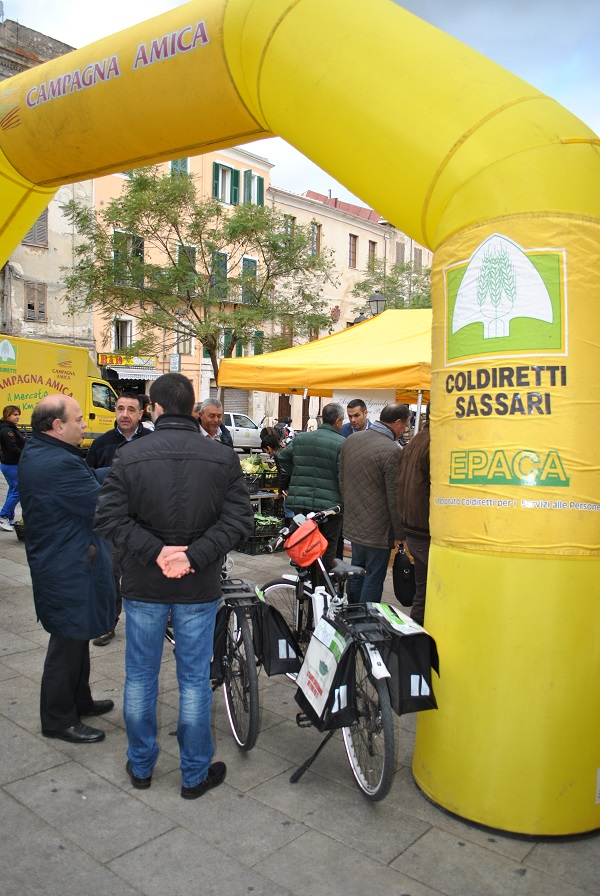 Sassari Campagna Amica gazebo gialli in Piazza Tola ogni mercoledì