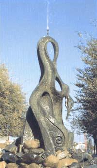 Cigno bronzeo in Piazza Resistenza a Furtei di Fulvio Pinna