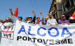 Delegazione di lavoratori dello stabilimento ALCOA di Portovesme