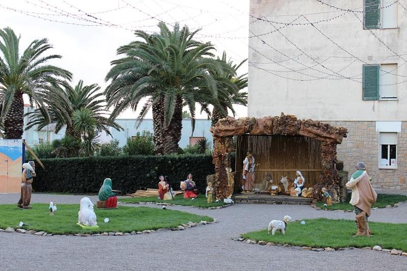 Stintino si trasforma nella Betlemme d'Europa. Lunedì 8 dicembre 2014 alla presenza dell'arcivescovo di Sassari sarà inaugurato il presepe realizzato con oltre sessanta statue a grandezza naturale.