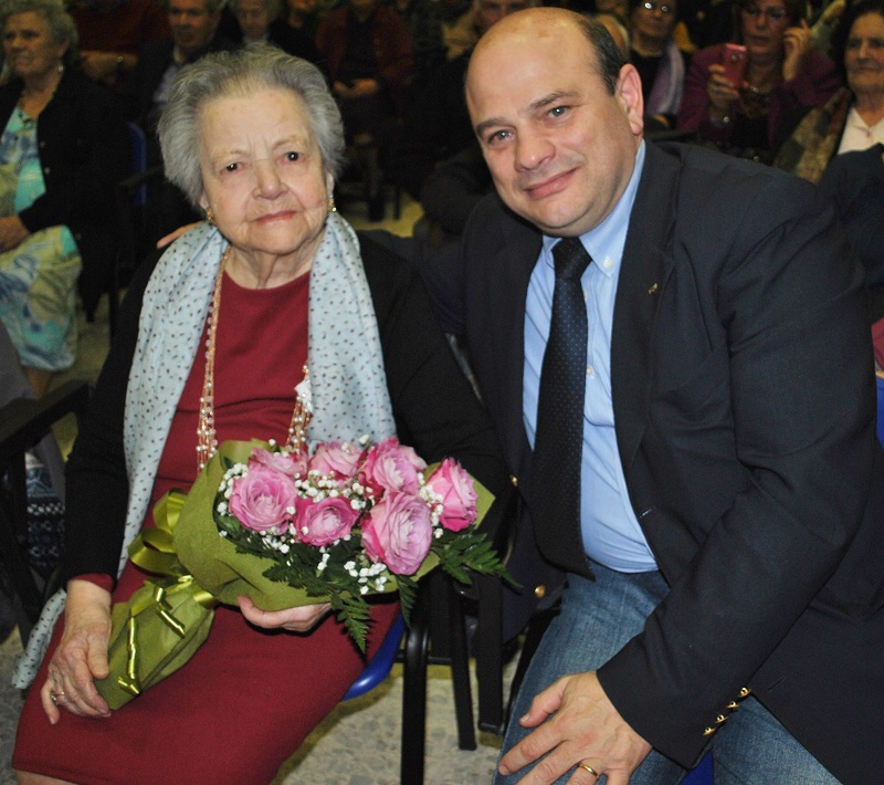 Sassari 14 dicembre 2014 Casa Serena il sindaco Nicola Sanna con la signora Francesca Dongu centenaria di Sassari.
