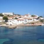 """Fiori d'arancio a Cala d'Oliva con rito civile sabato scorso all'Asinara. I due hanno scelto l'isola dell'Asinara per pronunciare il fatidico """"si""""."""