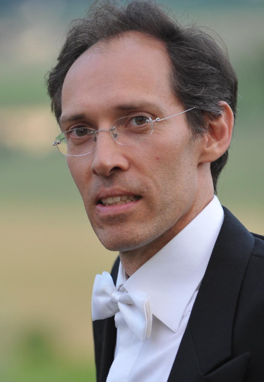 Francesco De Zan, considerato uno dei più interessanti pianisti della sua generazione, si è diplomato con lode nel 1987 al Conservatorio di Padova e si è perfezionato con vari maestri quali Gino Gorini, Edith Fischer, Alexis Weissemberg, Martha del Vecchio e Bruno Bettinelli (per la composizione).