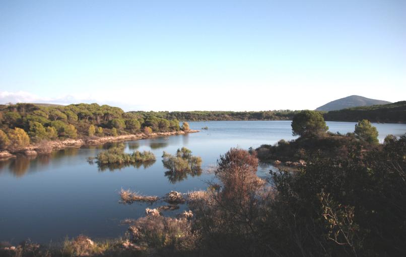 Lago di Baratz comune di Sassari unico lago naturale di tutta la Sardegna vicino al comune di Alghero.