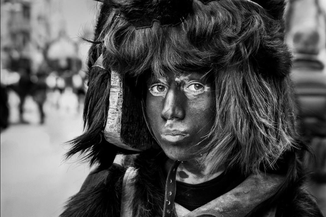 Comune di Samugheo e MURATS Museo Unico Regionale dell'Arte Tessile Sarda Presentano TZERIMONIAS PAGANAS I volti della maschera di Antonio Baldino dal 28 gennaio al 01 marzo 2015