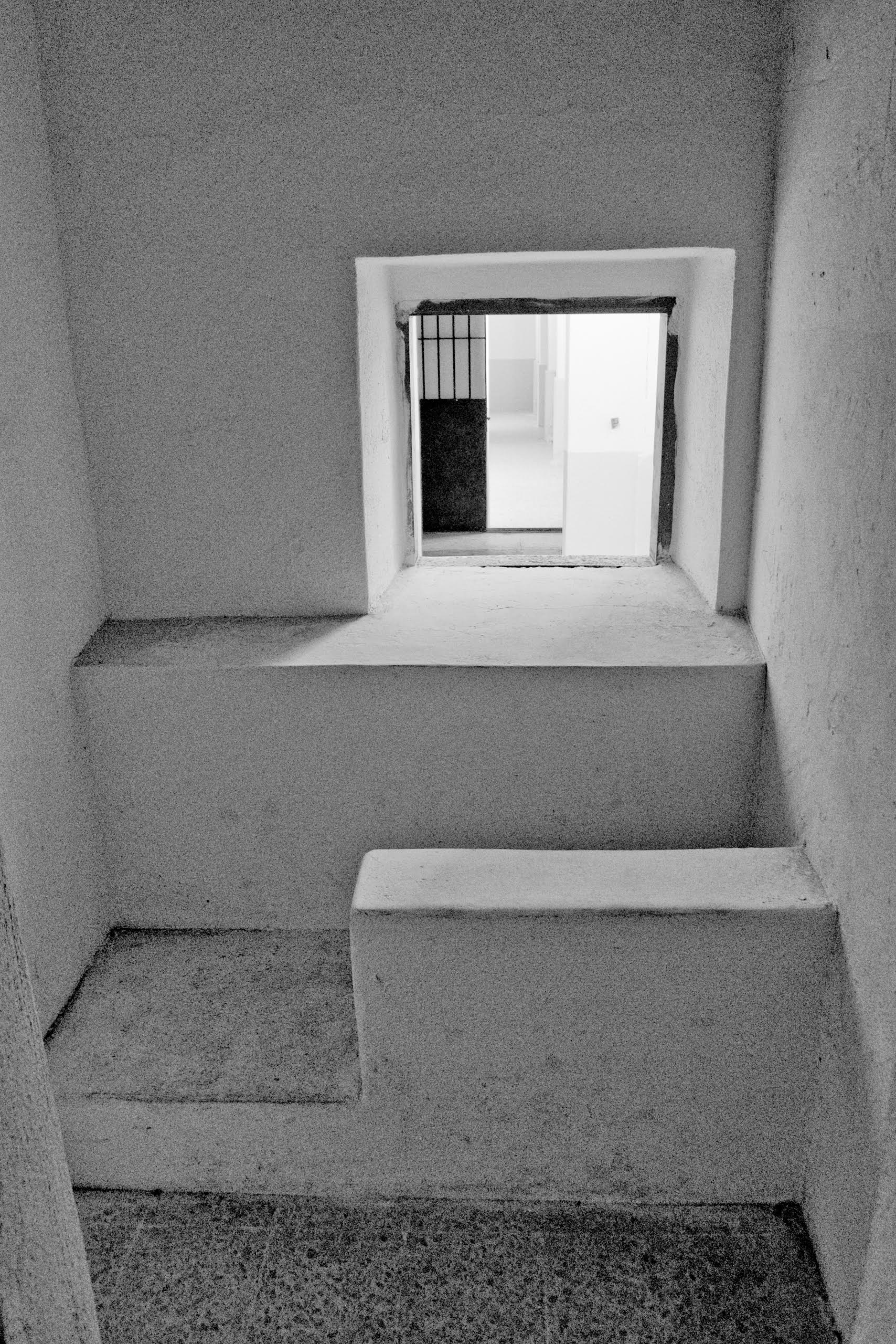Antonello Pirodda utilizza la fotografia come mezzo espressivo dal 2008, anno in cui è nato il progetto SARDEGNE che è un compendio del suo lavoro fotografico ed è nato come work in progress.