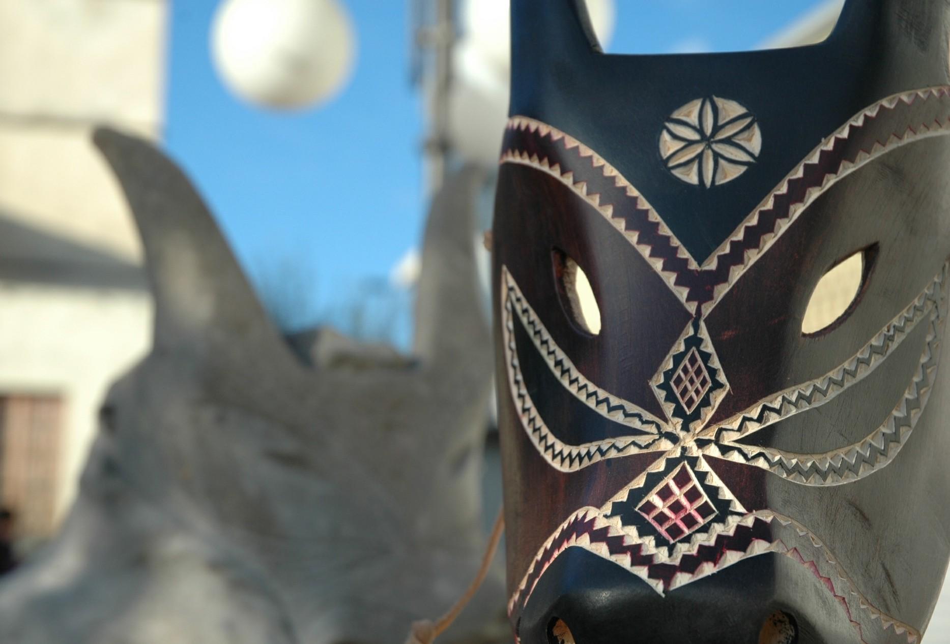 Ottana Lavorazione di una maschera lignea del carnevale