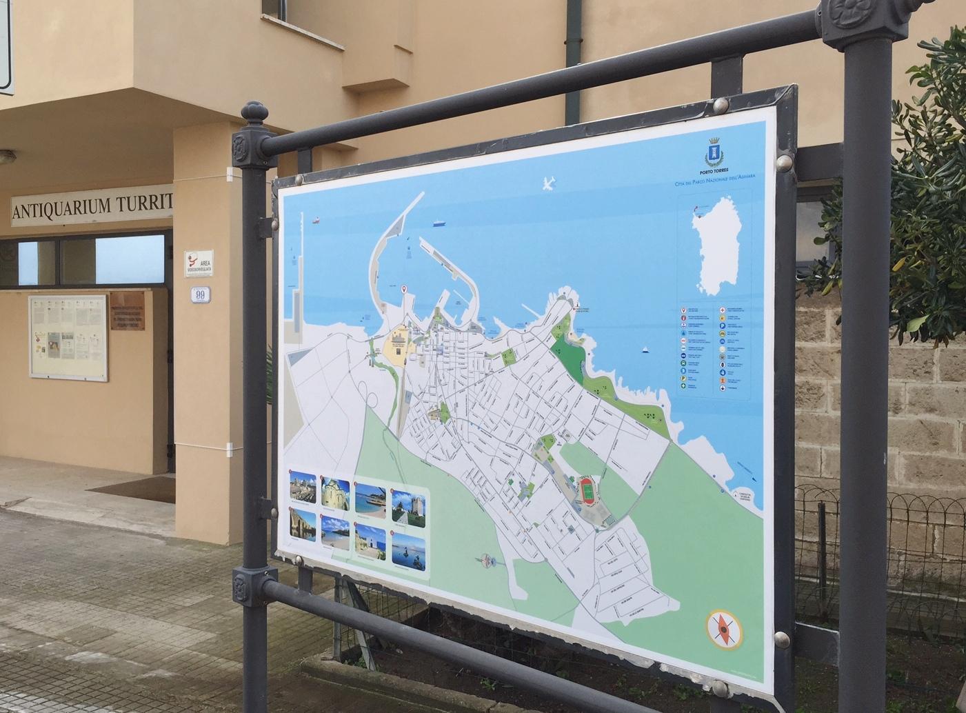 Pannello antiquarium. Febbraio 2015 Nuovi Cartelli Informativi nei Siti di Interesse Turistico. In evidenza la mappa della città e le immagini dei luoghi più suggestivi di Porto Torres.