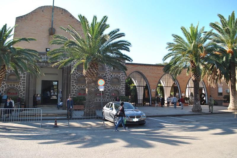 Sassari Ingresso cimitero comunale. Una sala del commiato al cimitero di Sassari. Sarà inaugurata domani 26 febbraio alle ore 12. È situata accanto al forno crematorio.