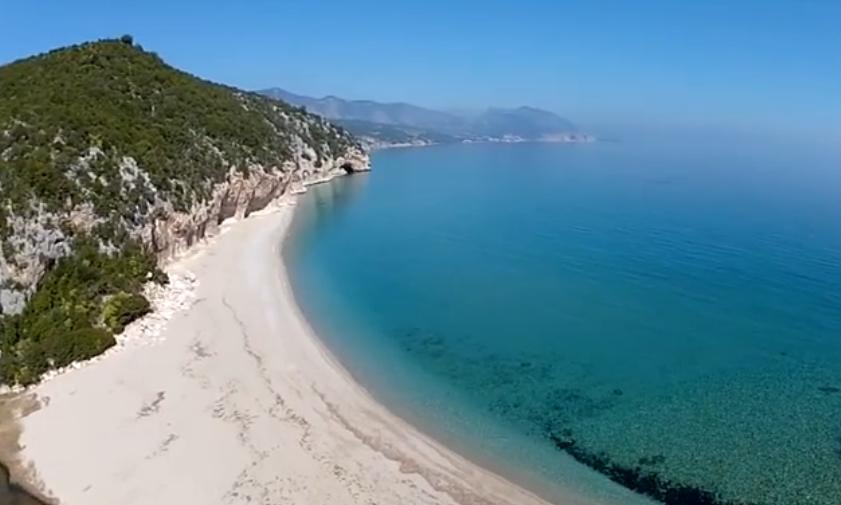Offerta Stagione primavera/estate Sardegna 2015 Cooperativa Turistica Enis trasferimento in fuoristrada a Cala Gonone, escursione guidata a piedi alle Spiagge di Cala Luna