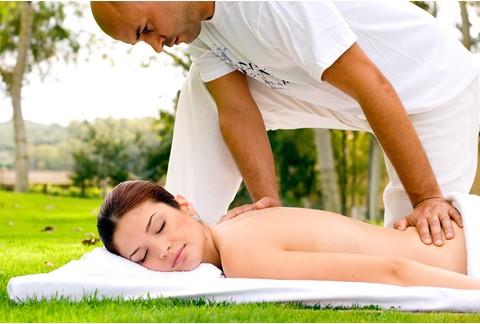Massaggi nei giardini delle Terme di Sardara