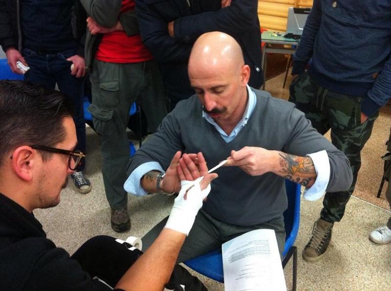 Muay thai corso cornerman cutman. I segreti del cornerman. Un successo il corso tenuto a Sassari dal direttore tecnico della nazionale di Muay thai.