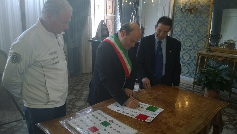"""Oggi 24 marzo 2015 il sindaco Nicola Sanna ha incontrato Michele Maddalena che con la sua """"Marcia della Concordia"""" farà tappa in venti Comuni della nostra isola."""