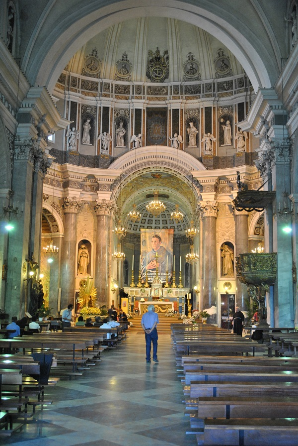 Visite guidata nella chiesa di Santa Maria in Betlem. Il 21 e 22 marzo apertura al pubblico in occasione delle giornate del Fai. Sabato alle 10 presentazione nel piazzale antistante.
