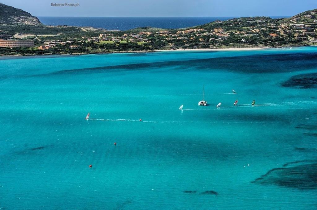 Stintino Una regata di windsurf. Comune di Stintino - Olimpiadi della vela, l'idea piace ai sindaci del territorio.