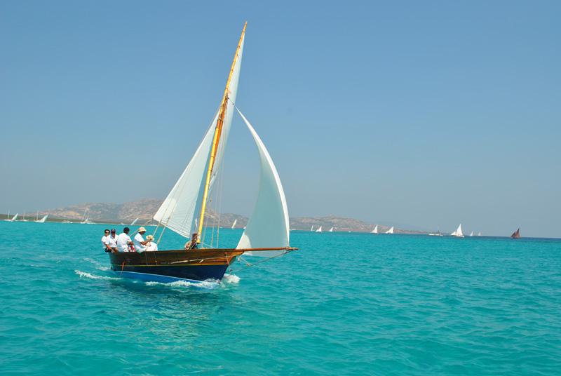 Stintino regata vela latina. Olimpiadi della vela 2024 ci credono anche il Parco dell'Asinara e Castelsardo.