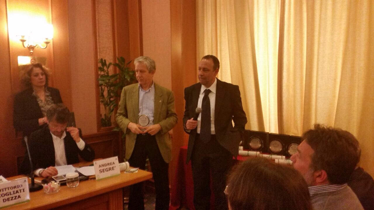 L'assessore Sanna ritira il premio di Legambiente a Roma. Premio nazionale di Federambiente e Legambiente per il Comune di Oristano per la prevenzione dalla produzione dei rifiuti.